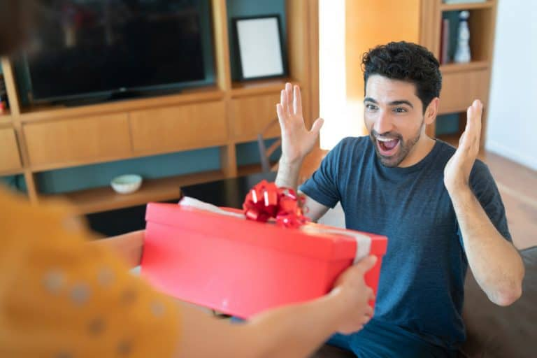 Read more about the article 5 Unique Gift Ideas for Boyfriend You Should Not Miss